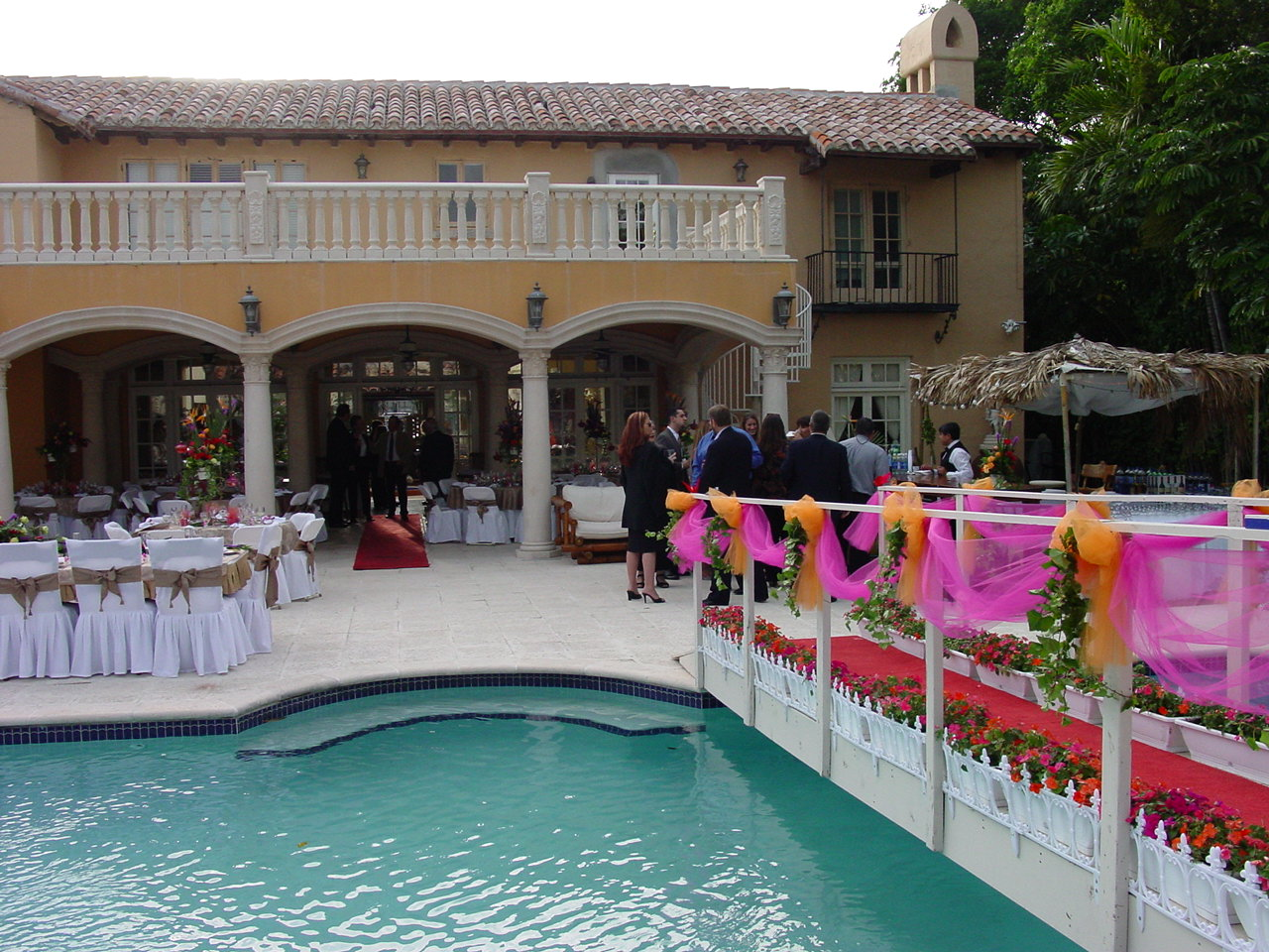 wedding-catering-miami-decorations-pool-side - cateringles